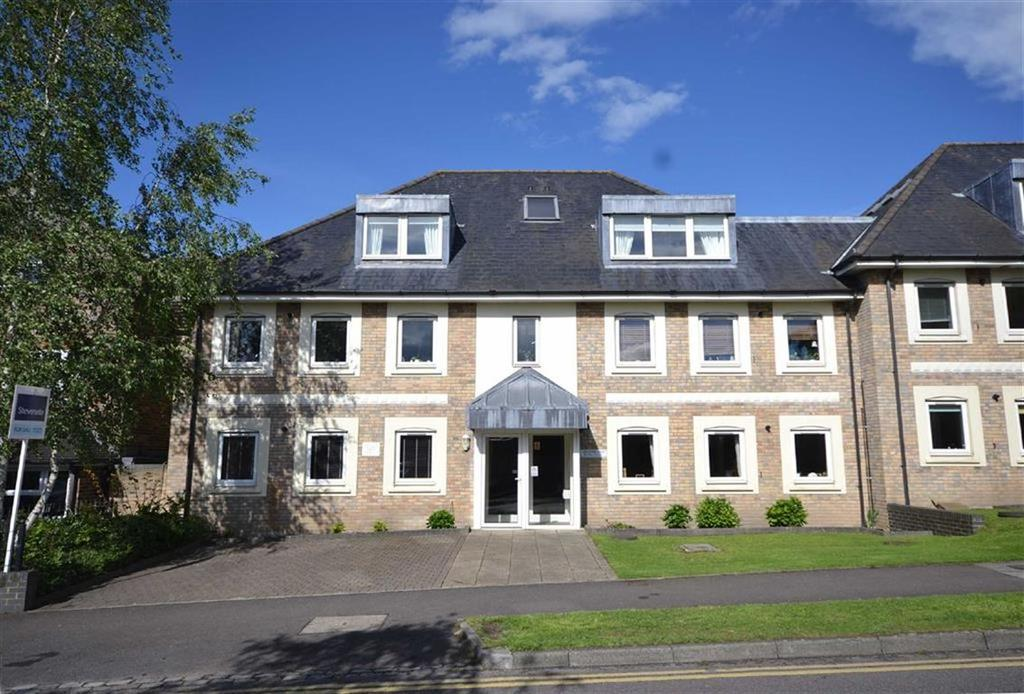 3 Bedrooms Flat for sale in Alexander Court, Epping, Essex, CM16