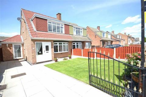 3 bedroom semi-detached house for sale - Fairburn Drive, Garforth, Leeds, LS25