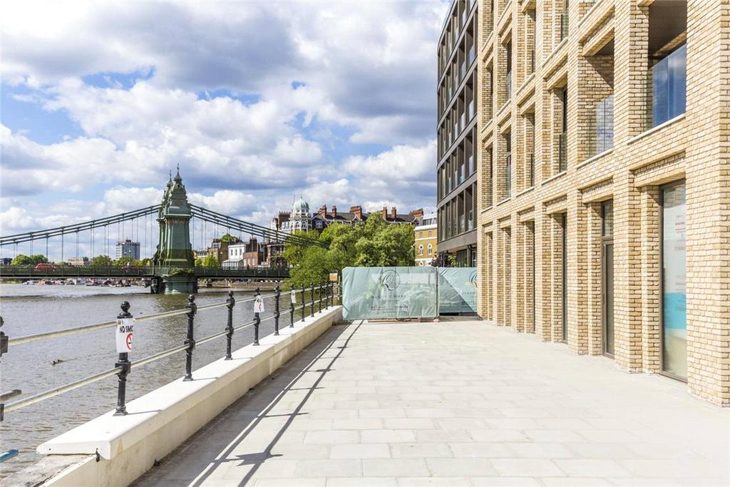 2 Bedrooms Flat for sale in Queens Wharf, Riverside Studios, Hammersmith, W6