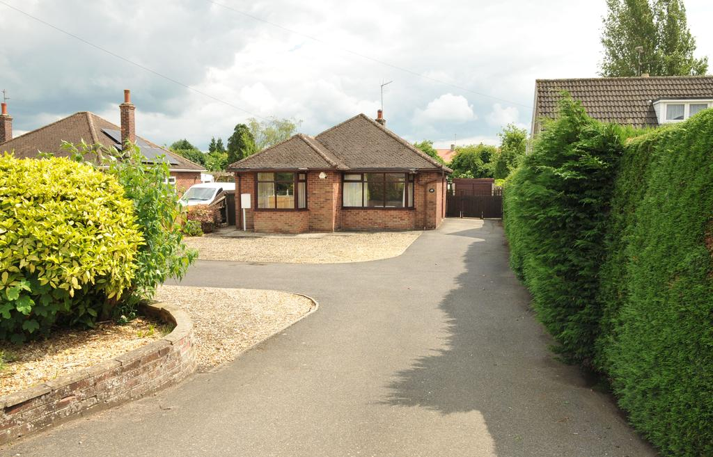 2 Bedrooms Detached Bungalow for sale in Crowland PE6