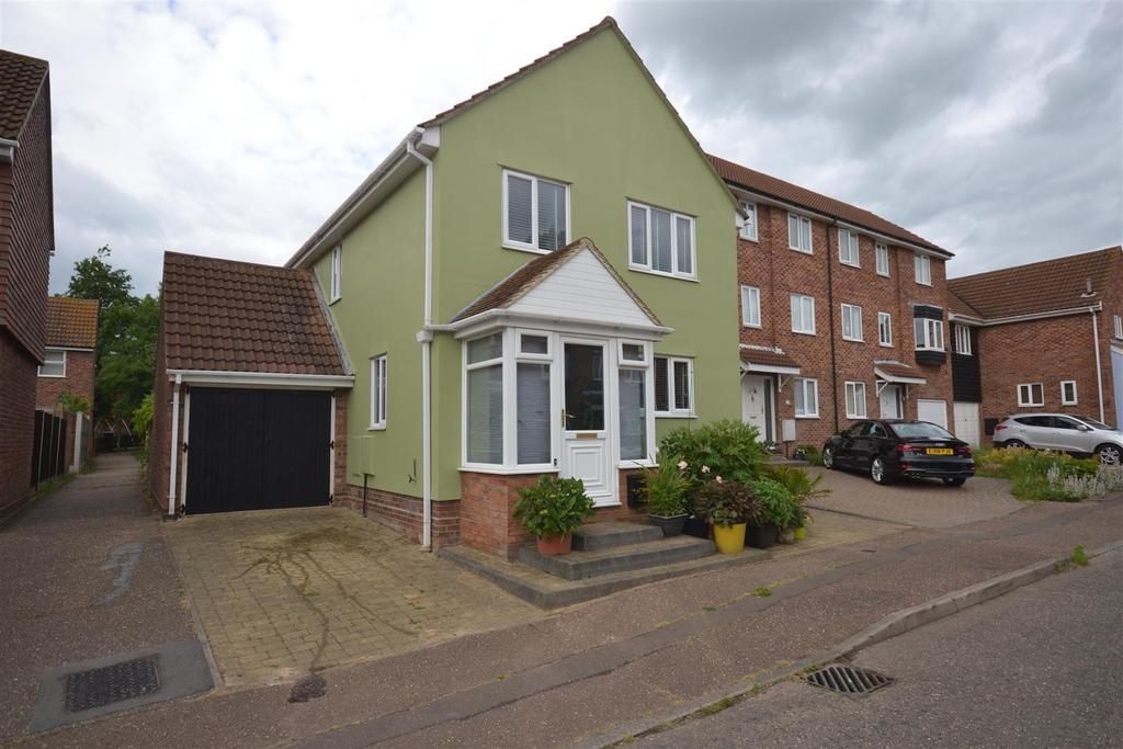 4 Bedrooms House for sale in Barton Close, South Woodham Ferrers, Chelmsford
