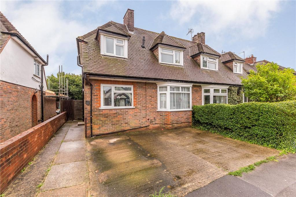 2 Bedrooms Semi Detached House for sale in Nicholls Close, Redbourn, Hertfordshire
