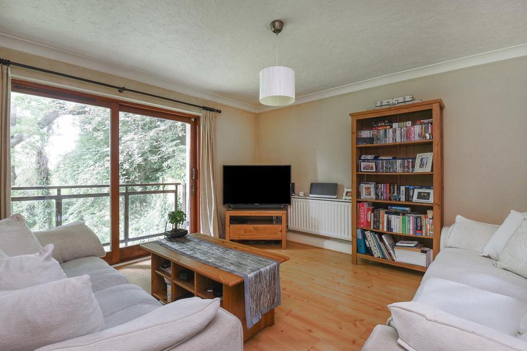 2 Bedrooms Flat for sale in Oaklands Road, Bromley, BR1