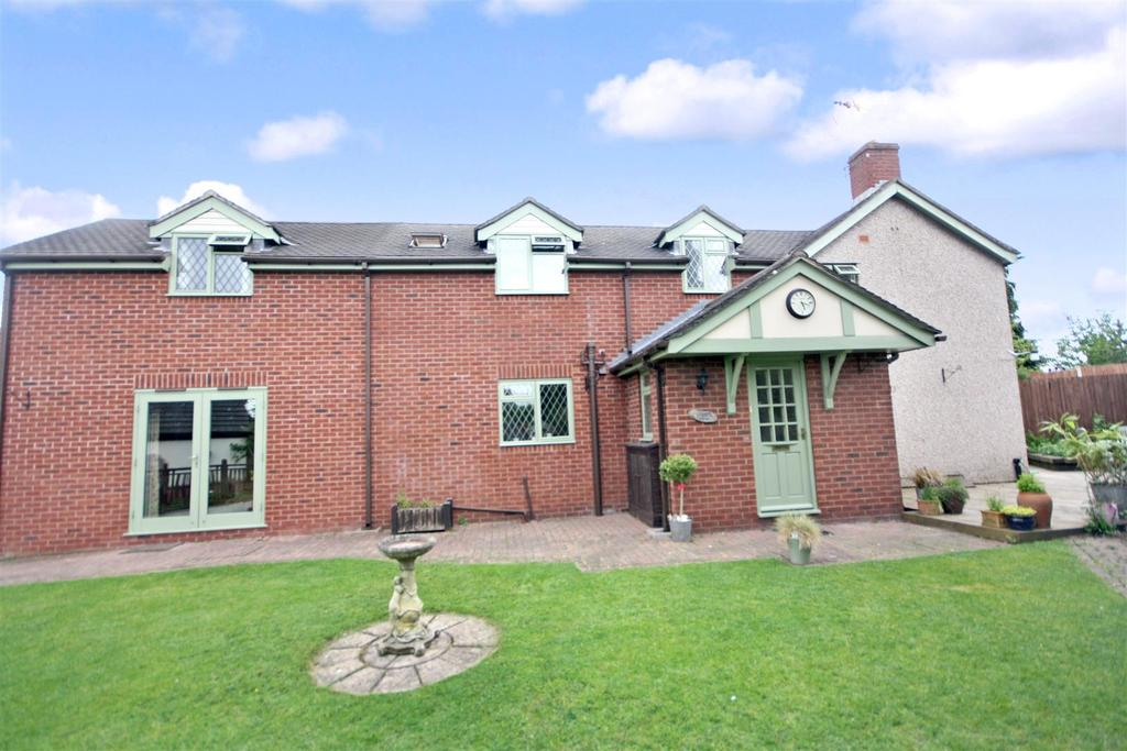 3 Bedrooms Semi Detached House for sale in Ellesmere Road, St. Martins, Oswestry