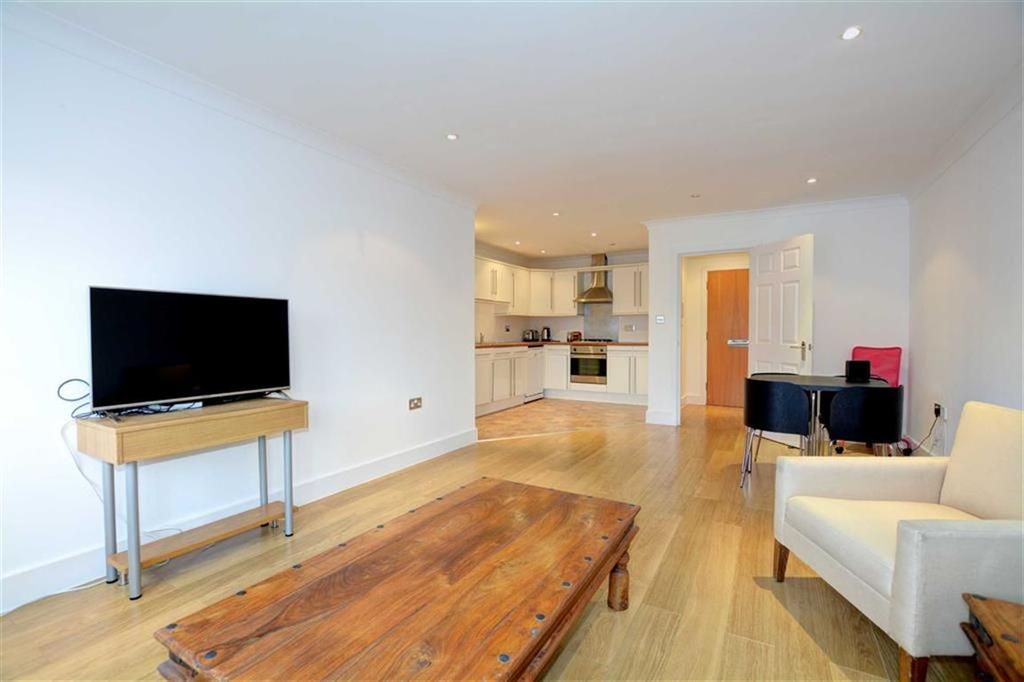 2 Bedrooms Flat for sale in Stanley Road, Bromley, Kent