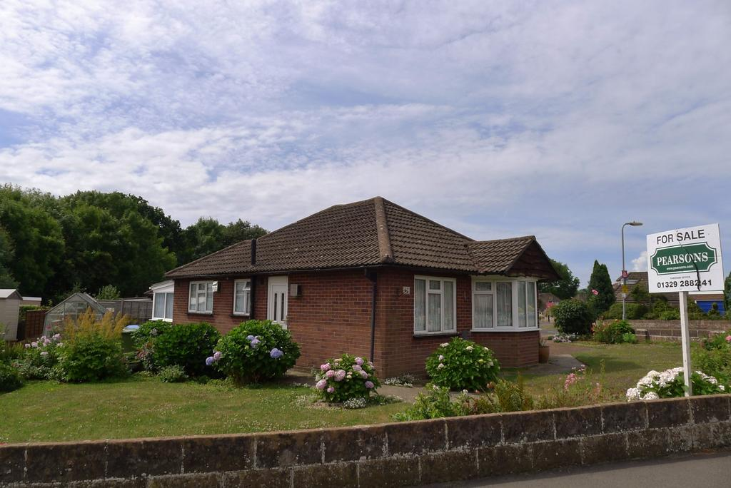 2 Bedrooms Detached Bungalow for sale in FAREHAM