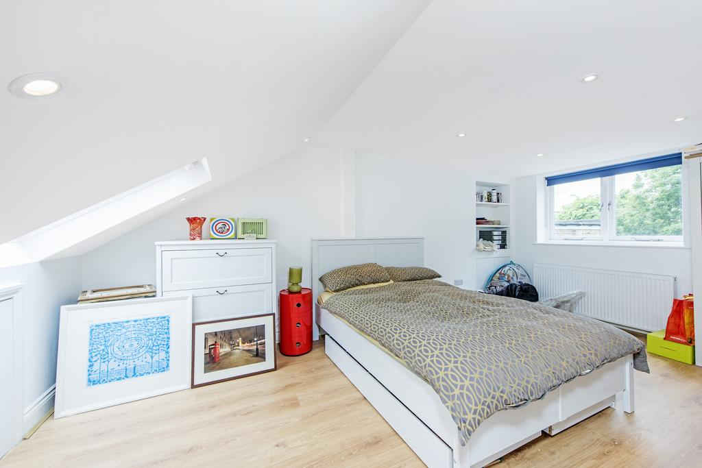 4 Bedrooms Terraced House for sale in Leppoc Road, SW4