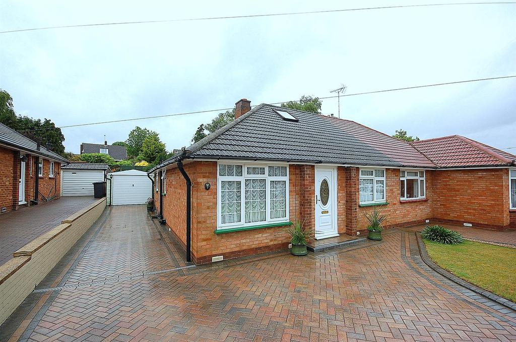 2 Bedrooms Bungalow for sale in Manton Road, Hitchin