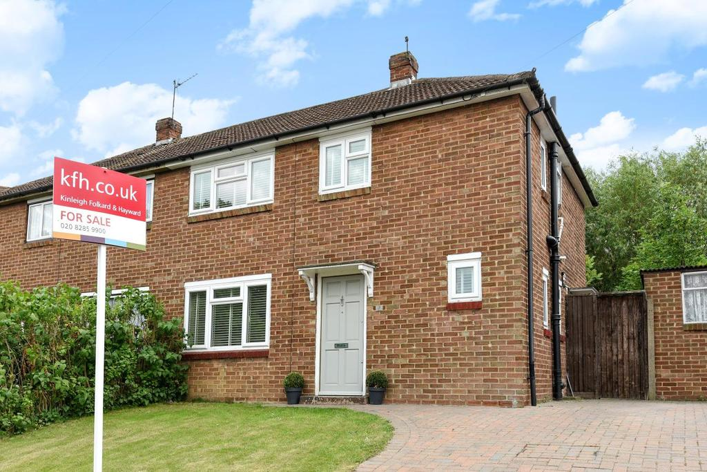 3 Bedrooms Semi Detached House for sale in Gravelwood Close, Chislehurst