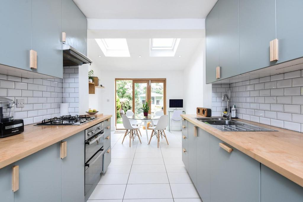 3 Bedrooms Terraced House for sale in Stanley Road, Bounds Green