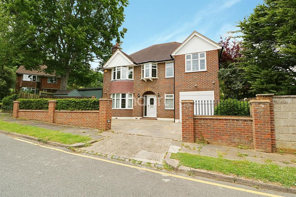 5 Bedrooms Detached House for sale in St Aubyns Close, Orpington