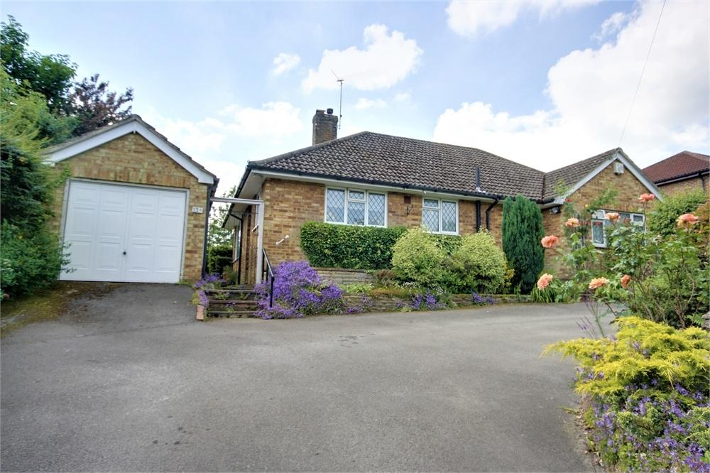 3 Bedrooms Detached Bungalow for sale in Upper Hale Road, Farnham, Surrey