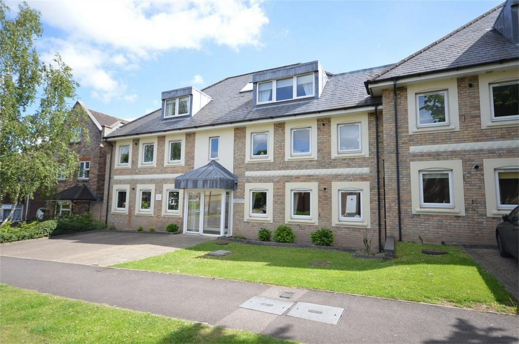 3 Bedrooms Flat for sale in Flat 5, Alexander Court, Crows Road, EPPING, Essex