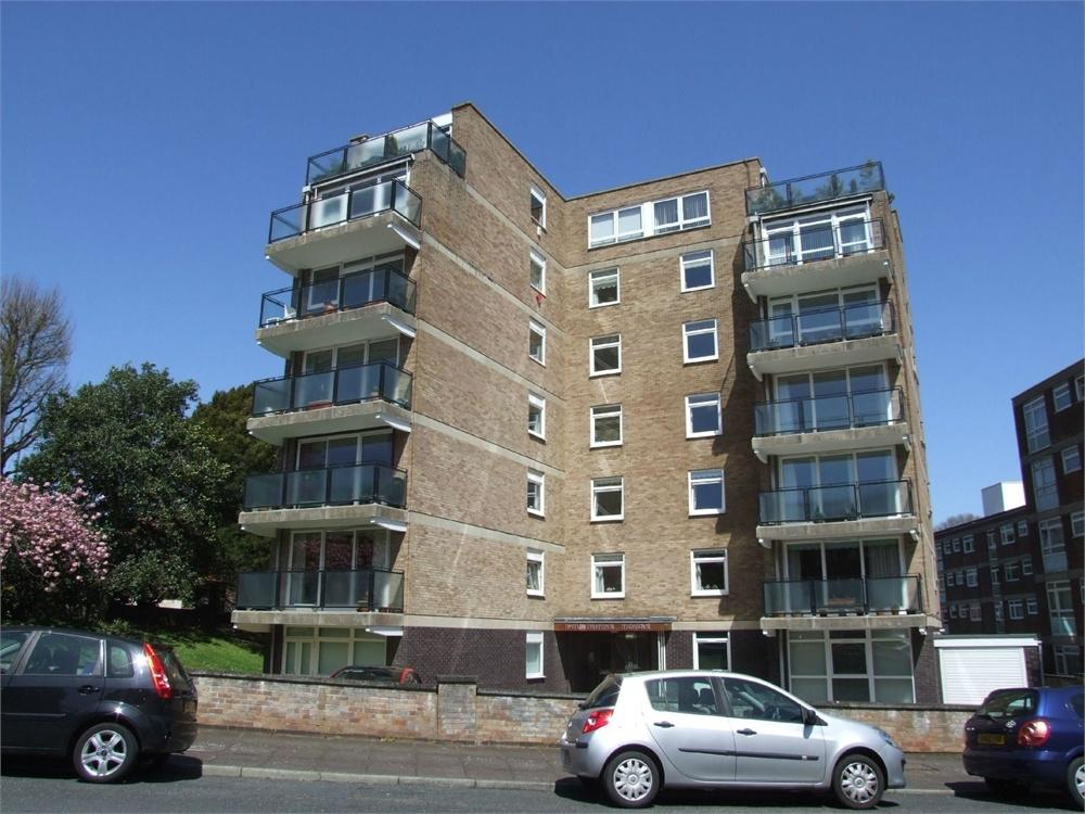 3 Bedrooms Flat for sale in Blackwater Road, Lower Meads, East Sussex