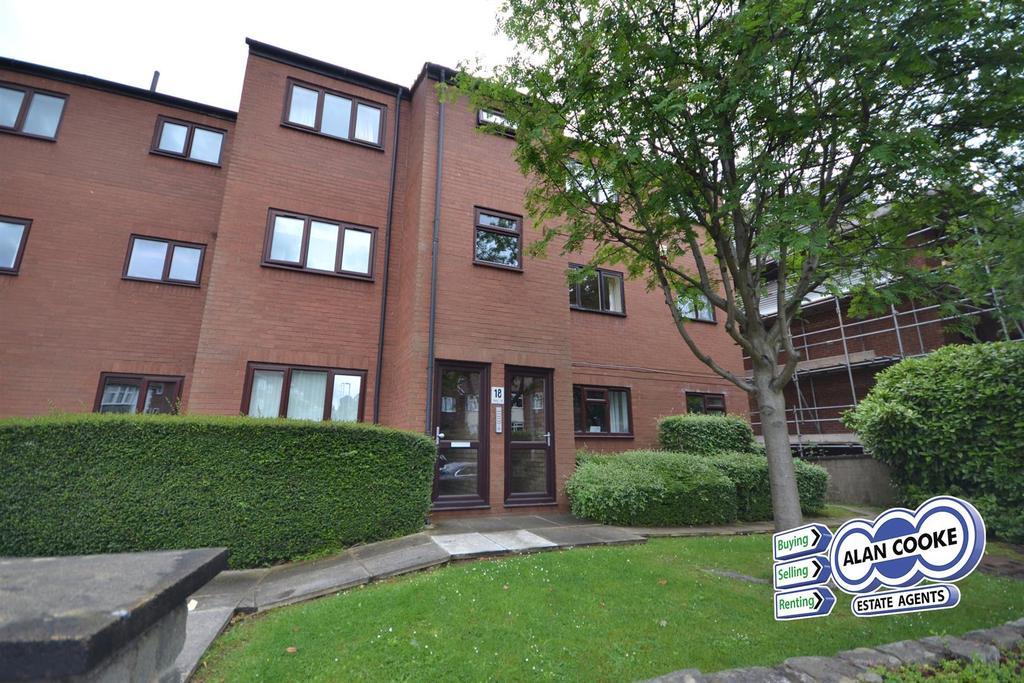 2 Bedrooms Flat for sale in Chestnut Court, Harehills Lane, Leeds