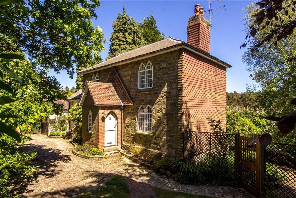 3 Bedrooms Detached House for sale in Portsmouth Road, Hindhead, Surrey, GU26