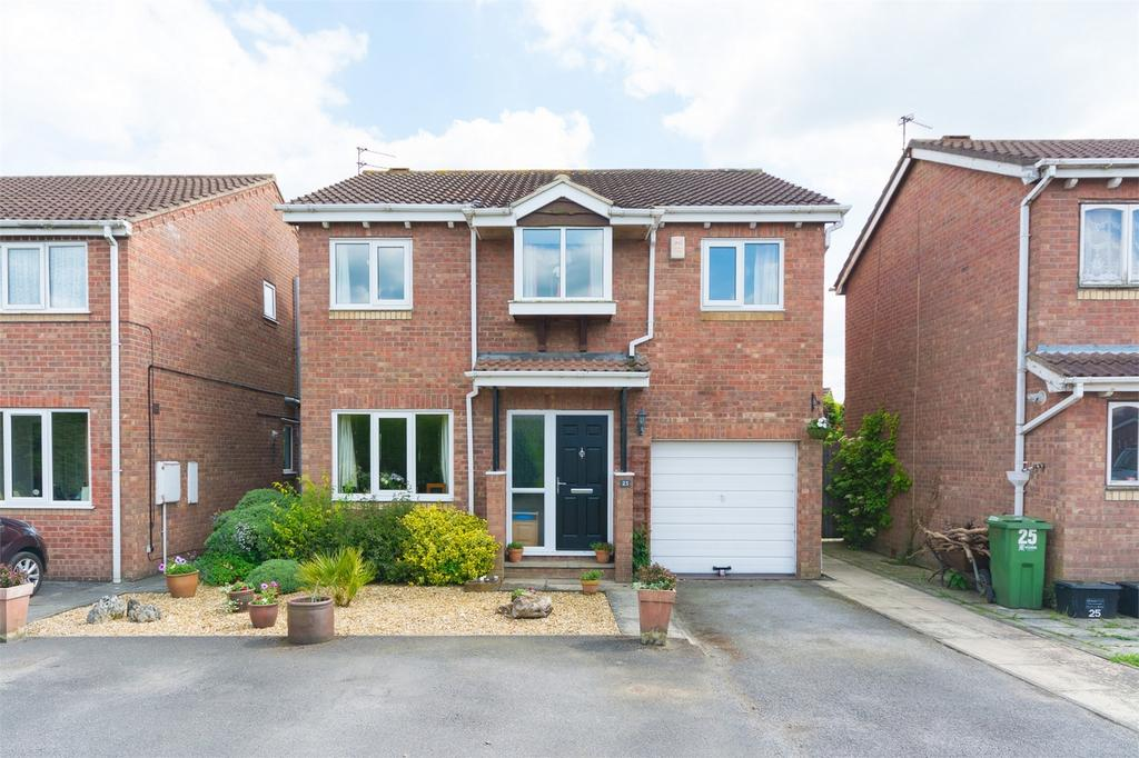 4 Bedrooms Detached House for sale in Carron Crescent, Woodthorpe, YORK
