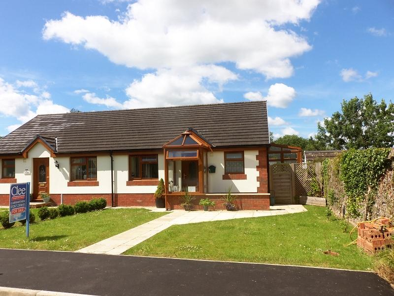 2 Bedrooms Semi Detached Bungalow for sale in Bolahaul Road, Cwmffrwd, Carmarthen, Carmarthenshire.