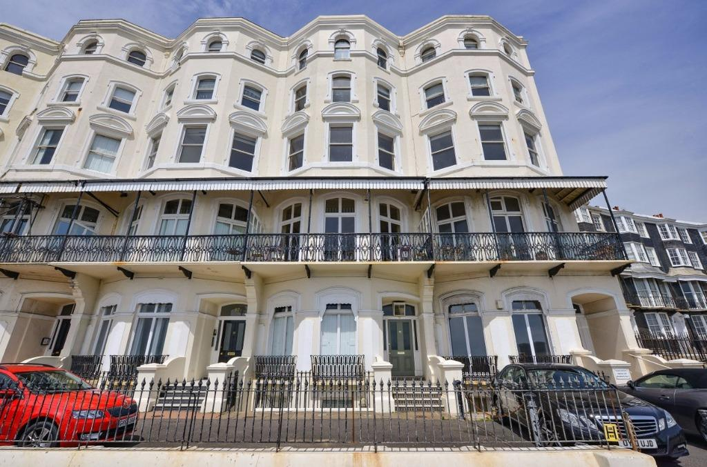 3 Bedrooms Flat for sale in Marine Parade Brighton East Sussex BN2