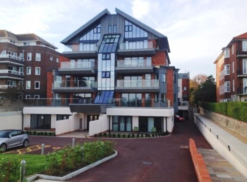 3 Bedrooms Flat for sale in Holywell Court, King Edwards Parade Eastbourne West Sussex BN20
