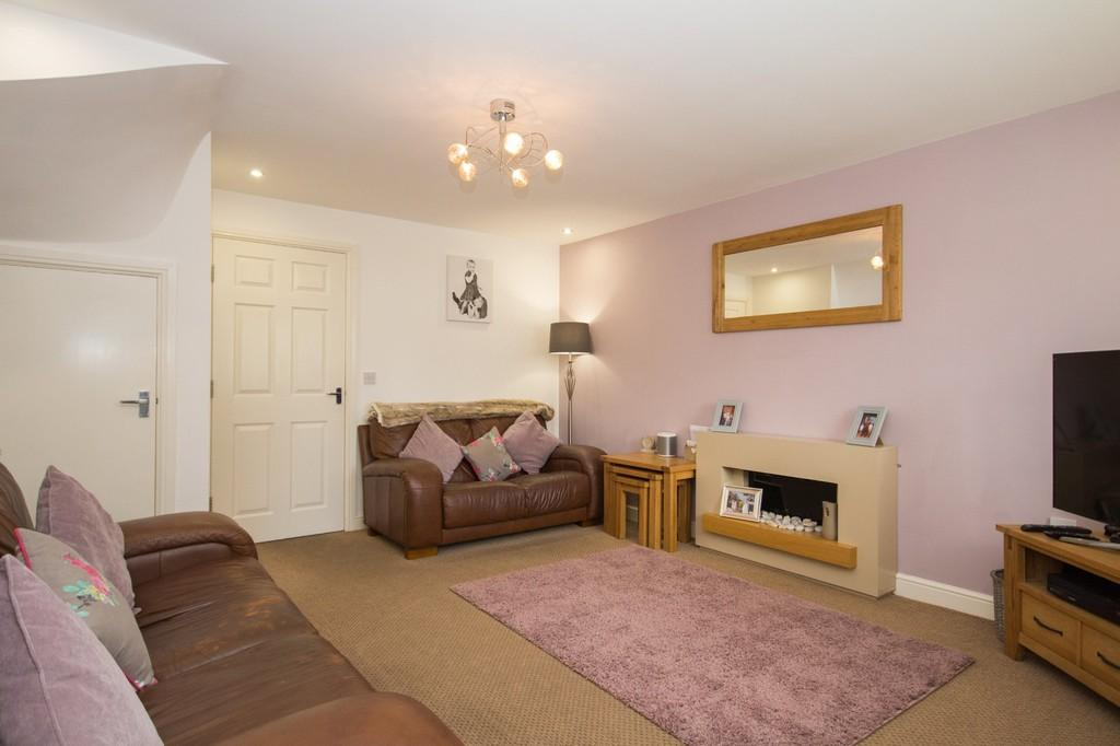 4 Bedrooms Semi Detached House for sale in Farnham Close, Barrow-in-Furness, Cumbria