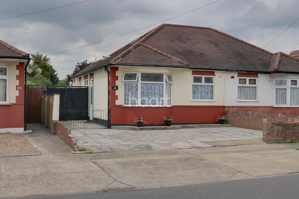 3 Bedrooms Bungalow for sale in Lodge Lane, Collier Row, Romford