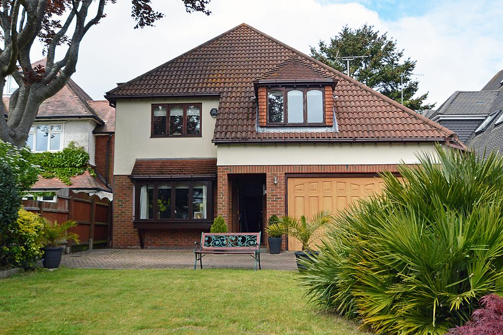 4 Bedrooms Detached House for sale in Richmond Park Avenue, BOURNEMOUTH, BH8