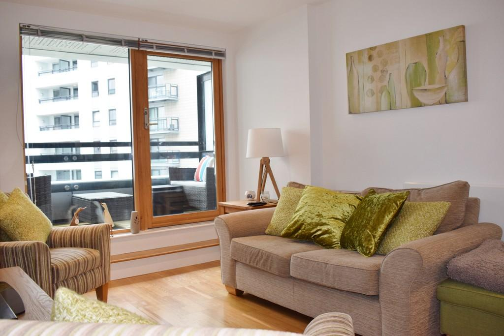 2 Bedrooms Apartment Flat for sale in The Gateway West