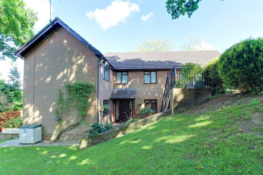 5 Bedrooms Detached House for sale in Crowborough Hill, Crowborough