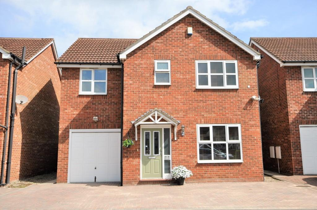4 Bedrooms Detached House for sale in Lynwith Lane, Carlton