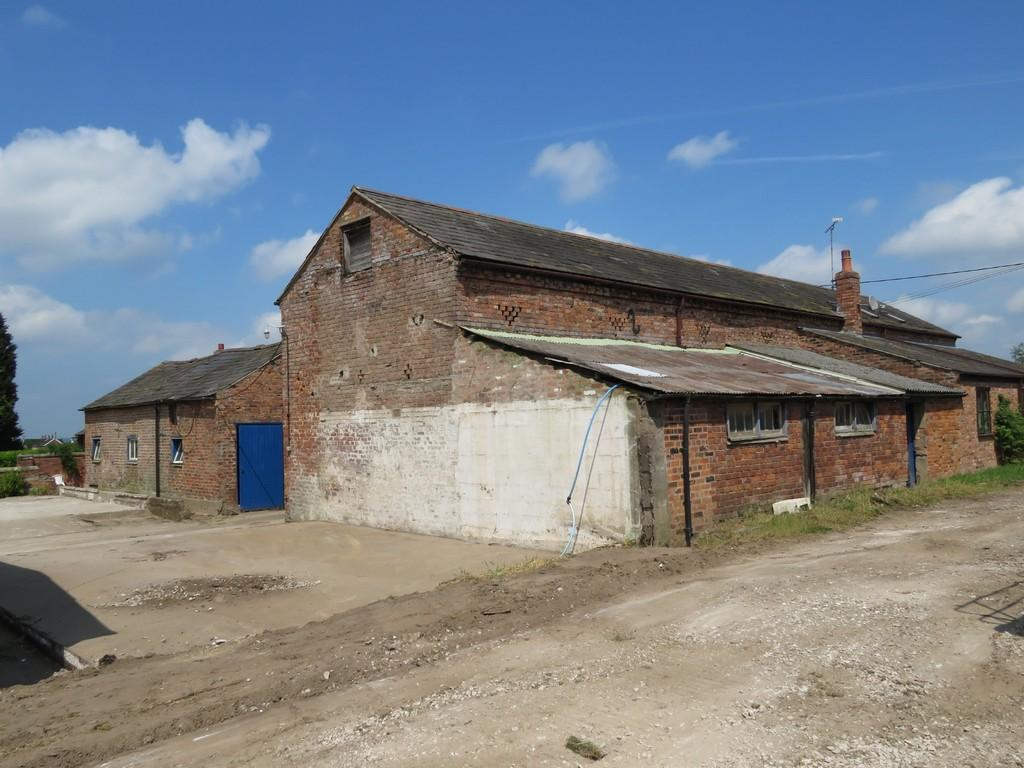 4 Bedrooms Barn Character Property for sale in Barns at Wood Farm, Tattenhall, CH3 9AD