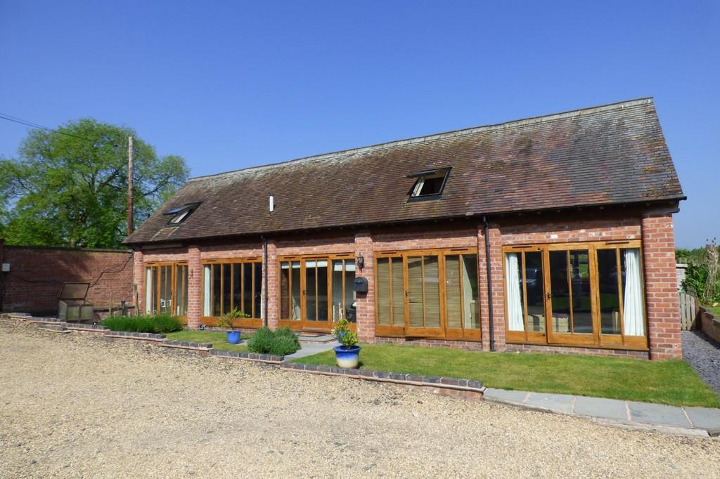 3 Bedrooms Barn Conversion Character Property for sale in Little Ingestre Barns, Ingestre Park Road, Ingestre, Stafford