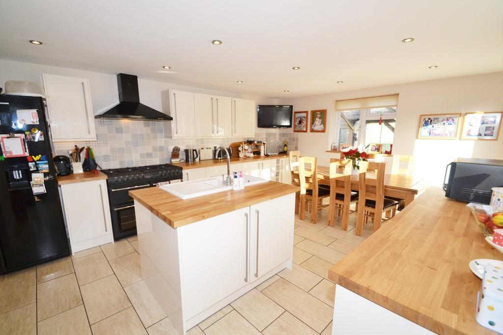 3 Bedrooms Semi Detached Bungalow for sale in Holt