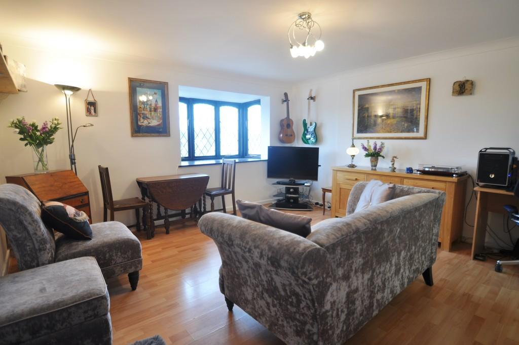 1 Bedroom Flat for sale in High Road, Benfleet