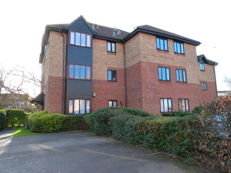 2 Bedrooms Apartment Flat for sale in Copperfields, Laindon, Essex, SS15