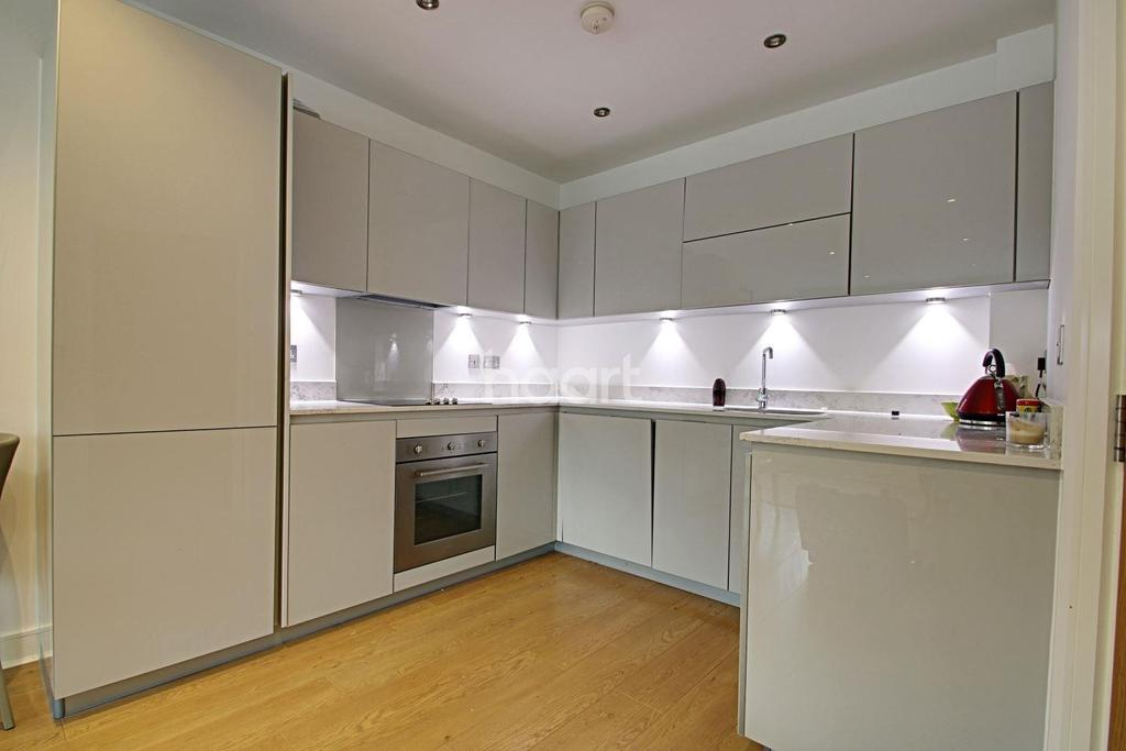 1 Bedroom Flat for sale in Evergreen Apartments, Woodford Green, IG8