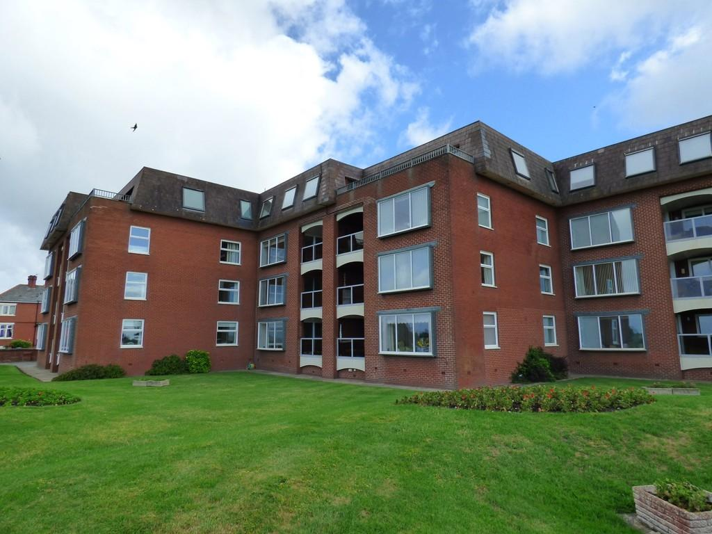 2 Bedrooms Flat for sale in Marine Drive, Fairhaven, Lytham
