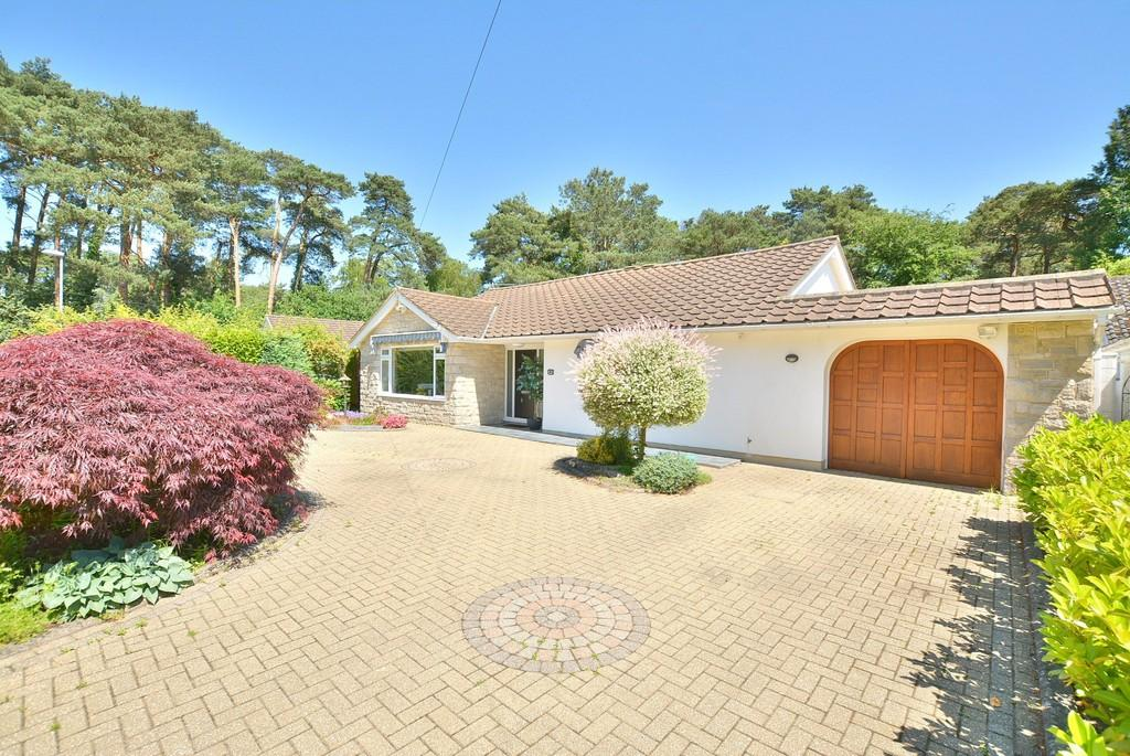 3 Bedrooms Detached Bungalow for sale in Heather Drive, FERNDOWN