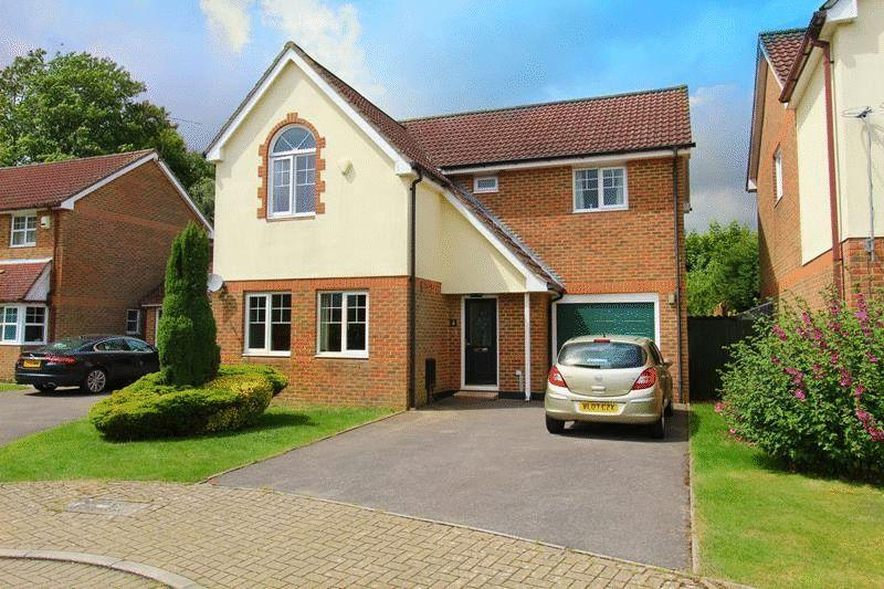 4 Bedrooms Detached House for sale in Cornwallis Close, Caterham