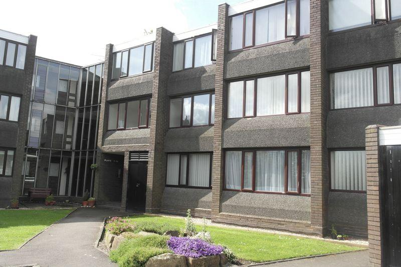 2 Bedrooms Apartment Flat for sale in Parklands Gardens, Walsall