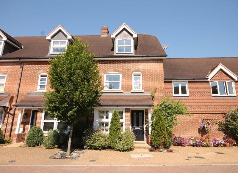 4 Bedrooms End Of Terrace House for sale in Barncroft Drive, Lindfield, West Sussex