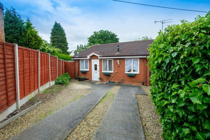 2 Bedrooms Detached Bungalow for sale in Westacre Crescent, Finchfield, Wolverhampton