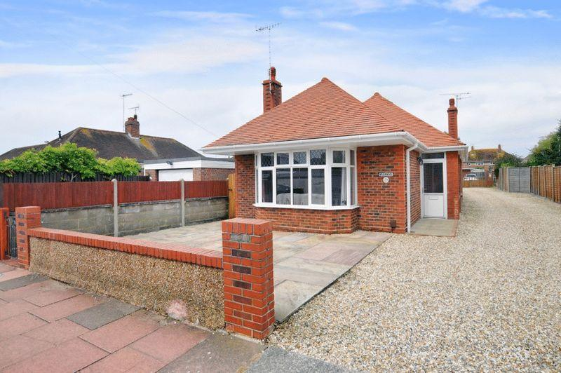 4 Bedrooms Chalet House for sale in Salvington Gardens, Worthing