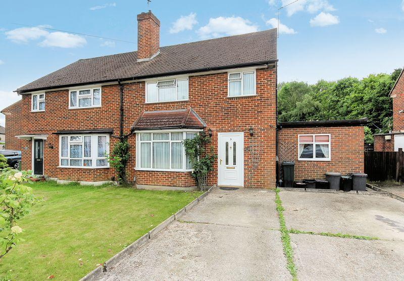 4 Bedrooms Semi Detached House for sale in Chamberlain Crescent, West Wickham
