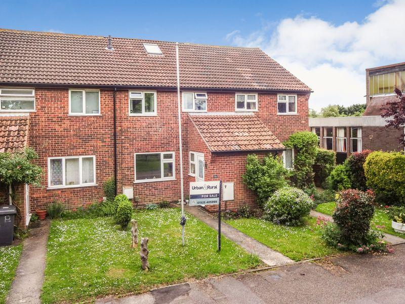 3 Bedrooms Terraced House for sale in Cotton End Road, Wilstead