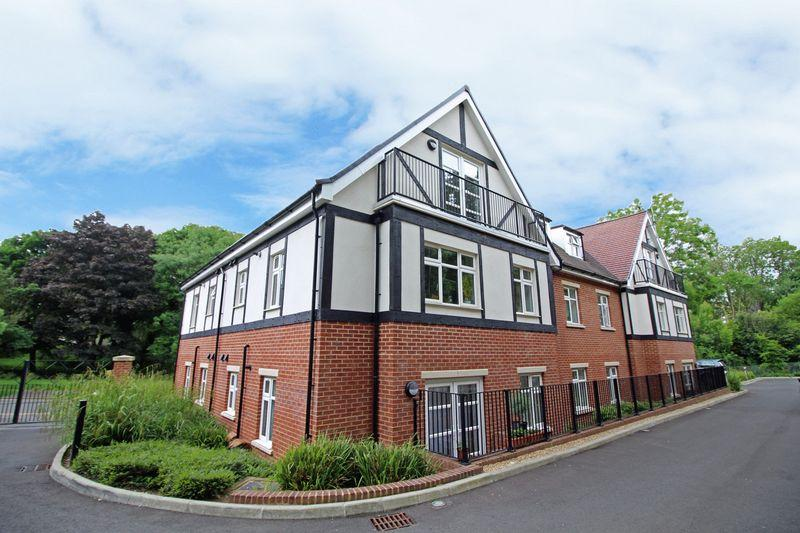 2 Bedrooms Apartment Flat for sale in Lower Barn Road, Purley, Surrey
