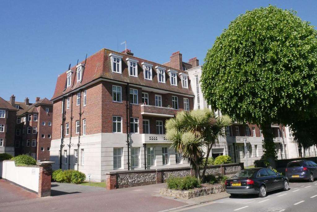 3 Bedrooms Apartment Flat for sale in Devonshire Place, Eastbourne, BN21