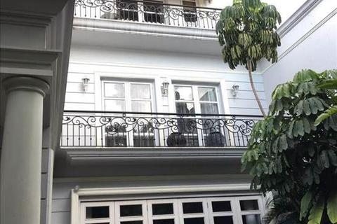 6 bedroom house  - / Rumah di Jual Jl. Pakubuwono VI, South Jakarta