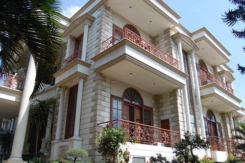 4 bedroom house  - Jl. Cokroaminoto, Menteng