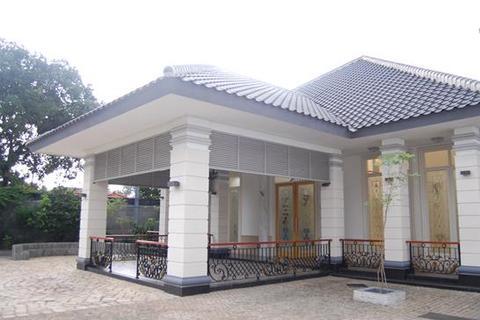 5 bedroom house  - / Rumah Di Jual Jl. Hj. Kamang